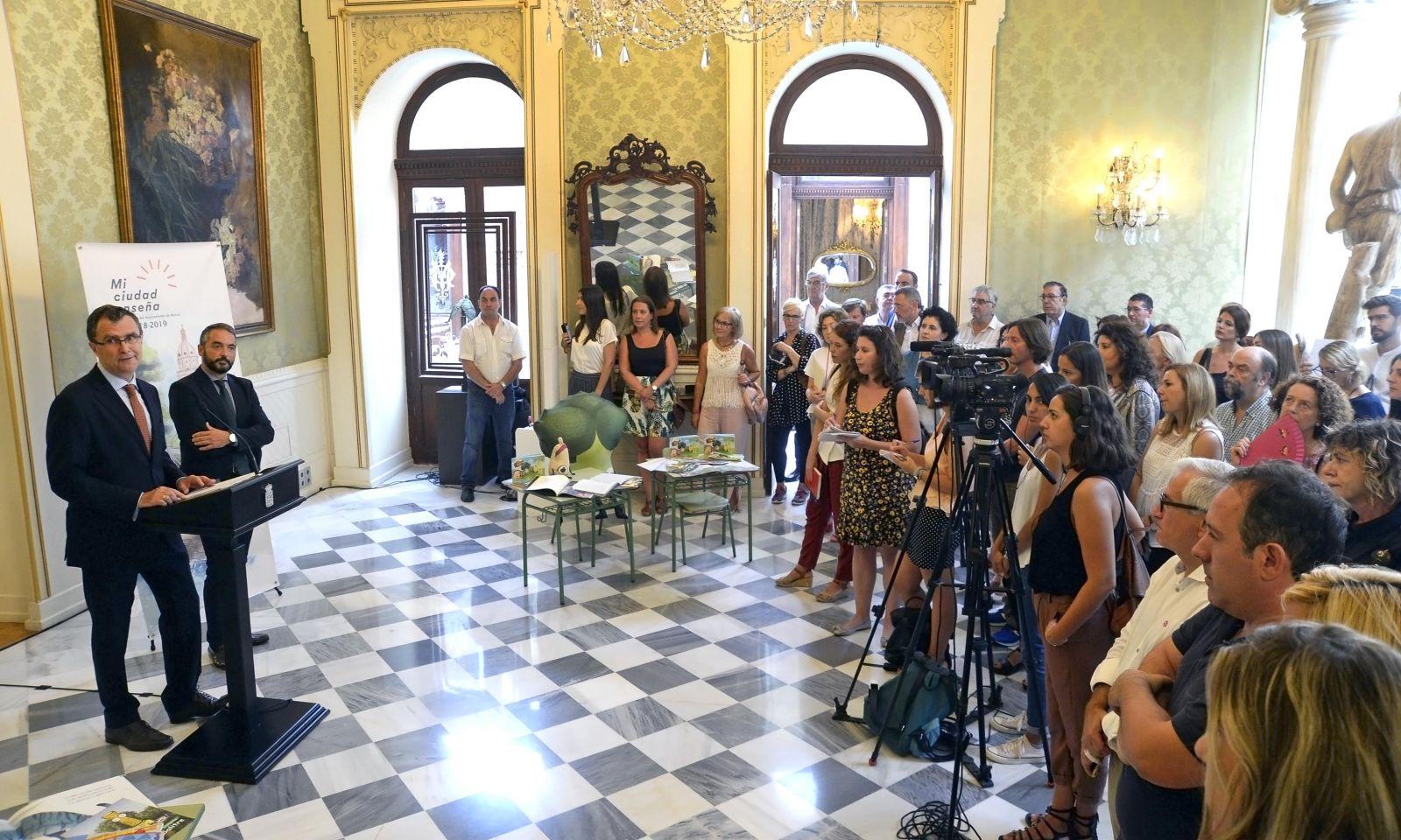 """José Ballesta y Rafael Gómez presentan """"Mi ciudad enseña"""""""
